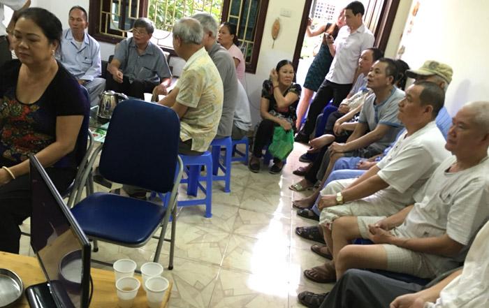 Rất đông bệnh nhân xếp hàng khám bệnh và mua thuốc An cung trúc hoàn