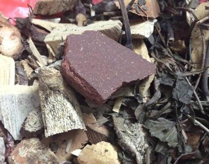Trong mỗi thang thuốc gout đều có mảnh sành
